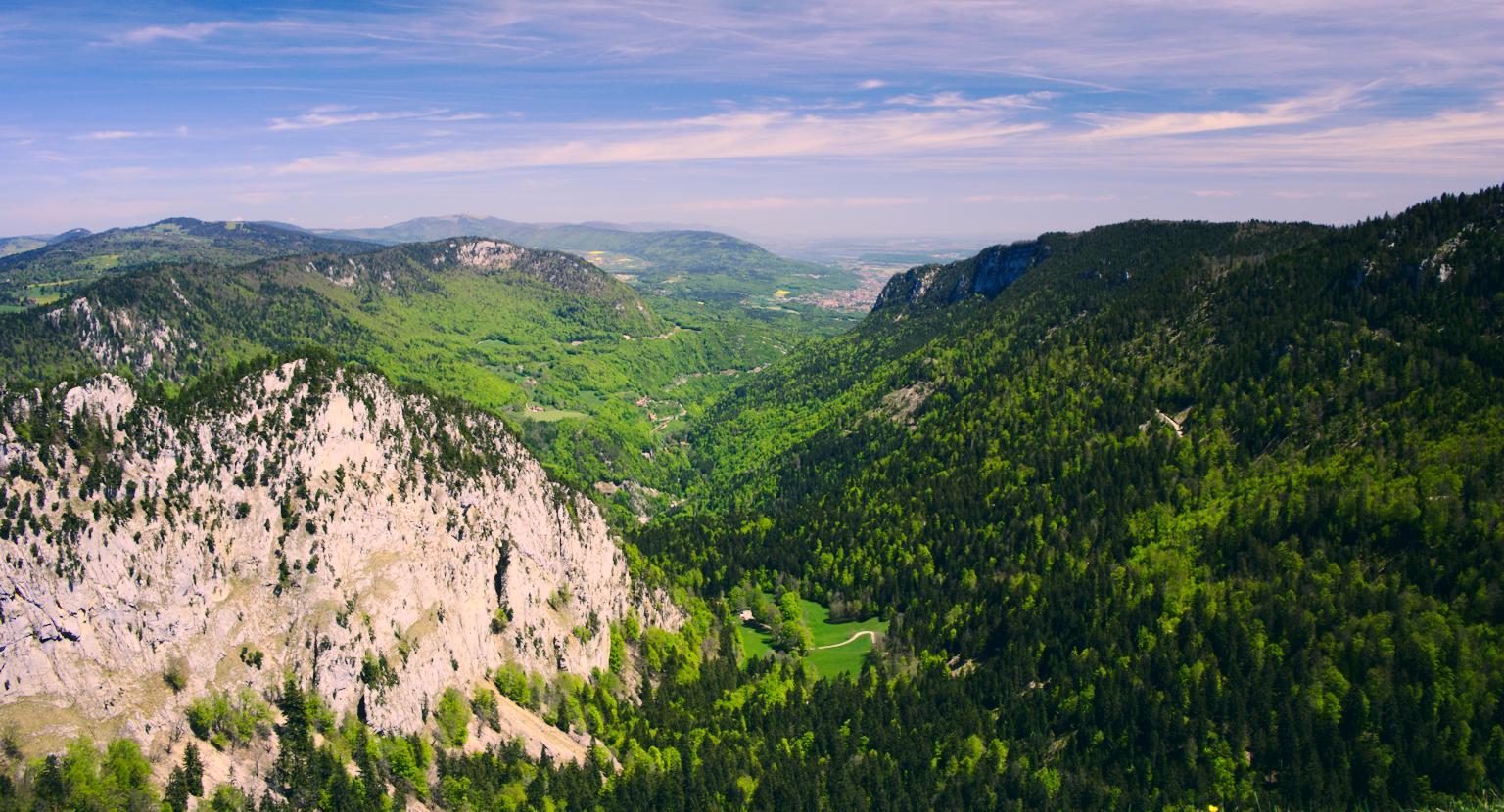 {filename}/img/creux-du-van-panorama.jpg